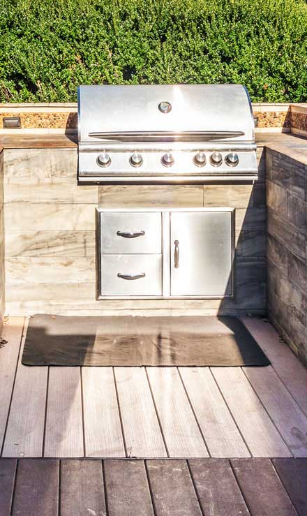 Evergreen Lawncare and Landscape Inc. Outdoor Kitchen